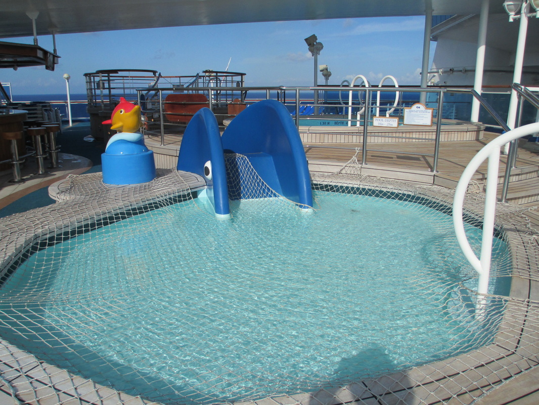rThe kids' play area and pool, Deck 16