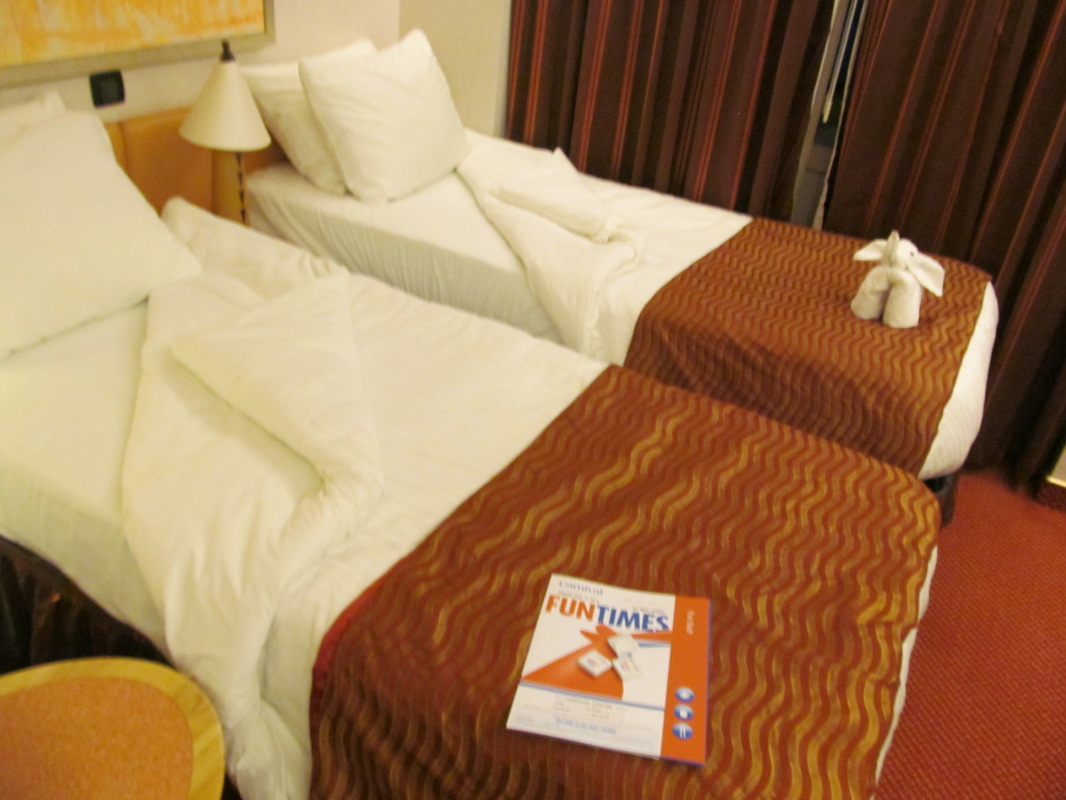 Stateroom Beds on the Carnival Dream