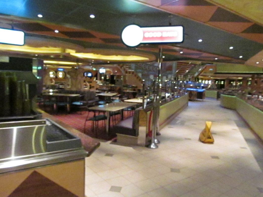 Side View of Drink Station and Buffet Line