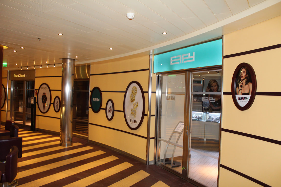 Restaurant in Auvers-sur-Oise with drawings on front of building